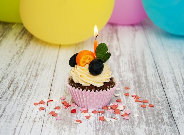 Cupcake mit einer kerze