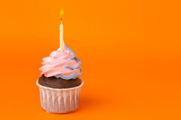 Cupcake mit geburtstagskerzen