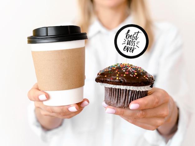 Cupcake und kaffee für den boss-tag