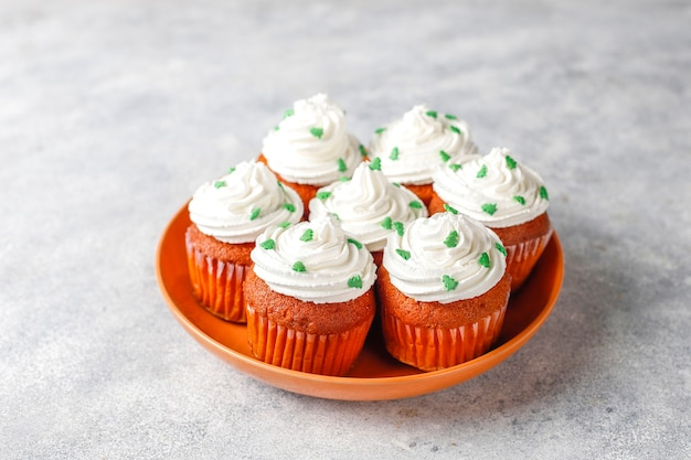 Cupcakes auf teller