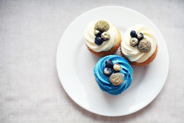 Cupcakes mit schlagsahne