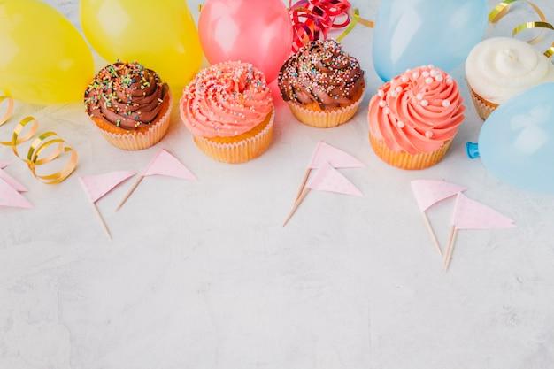 Cupcakes und geburtstagsmaterial
