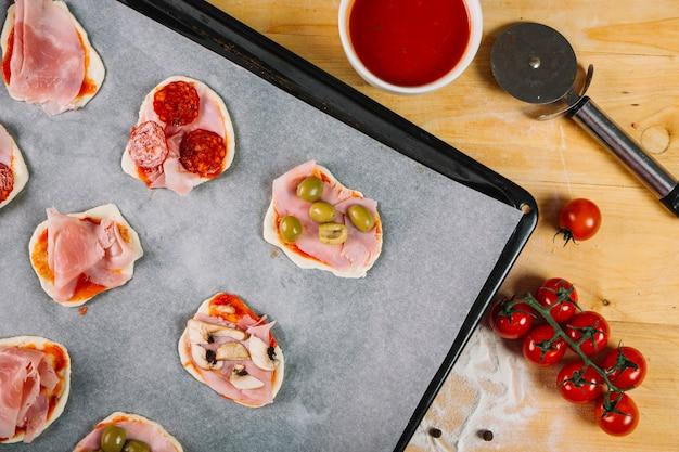 Cutter in der nähe von mini-pizzen