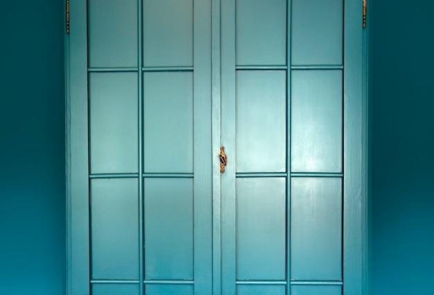 Cyanblaue wand mit schrank stilvolles interieurmoderne blaue schranktür hintergrundtextur schöne ...
