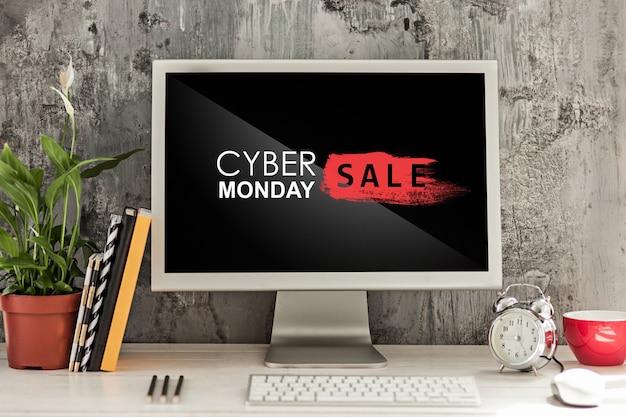 Cyber monday-verkaufskonzept mit schreibtisch und laptop