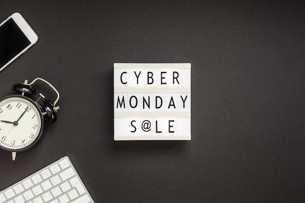 Cyber monday-verkaufstext auf weißem leuchtkasten