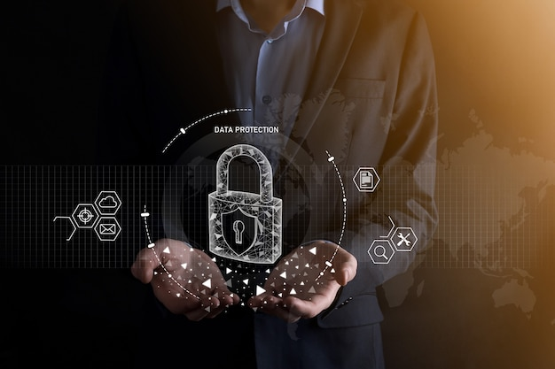 Cyber-sicherheitsnetzwerk. vorhängeschlosssymbol und internet-technologie-networking. geschäftsmann, der persönliche datendaten auf tablett und virtueller schnittstelle schützt. datenschutzkonzept. dsgvo. eu.