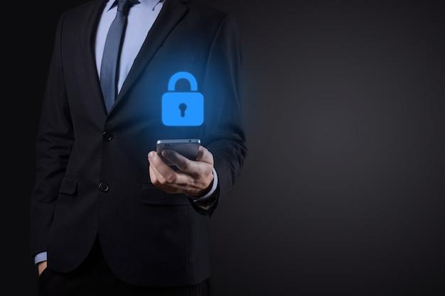 Cyber-sicherheitsnetzwerk. vorhängeschlosssymbol und internet-technologie-networking. geschäftsmann, der persönliche dateninformationen auf virtueller schnittstelle schützt. datenschutzkonzept. dsgvo. eu.