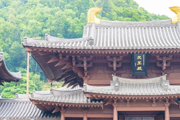 Dach im chinesischen stil des tempels
