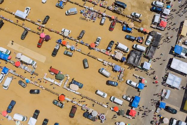 Dach mehrfarbige flohmärkte von käufern und verkäufern luftbild in englishtown nj usa