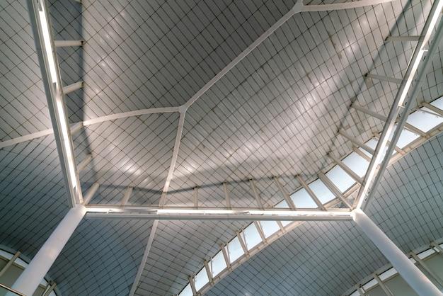 Dachkonstruktion des flughafenterminalgebäudes