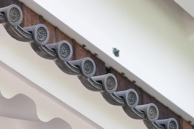 Dachplatte im japanischen stil in schablonen
