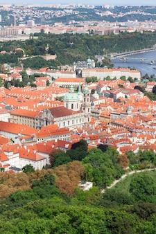 Dächer des stadtteils hradschin, ansicht von oben, prag, tschechische republik