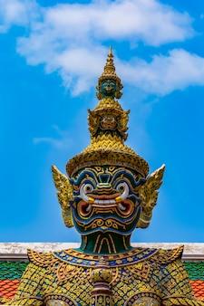Dämonenwächter im großartigen palast, bangkok