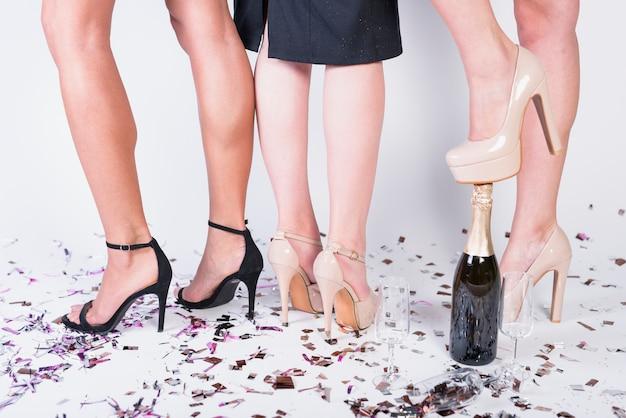 Damen feiern das neue jahr