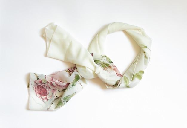 Damen halstuch handgefertigt auf weiß