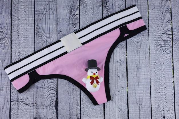 Damen rosa höschen unterwäsche auf holz