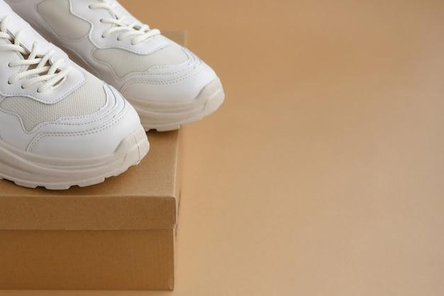 Damen sneaker auf karton bequeme schuhe für aktives sporttraining und wandern