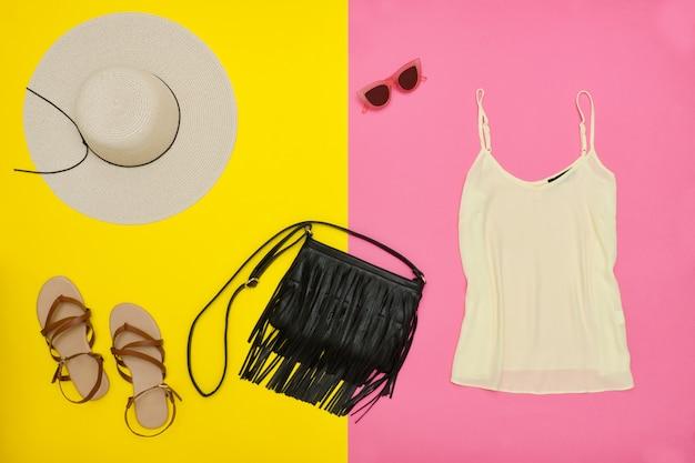 Damengarderobe, top, handtasche, sandalen und hut
