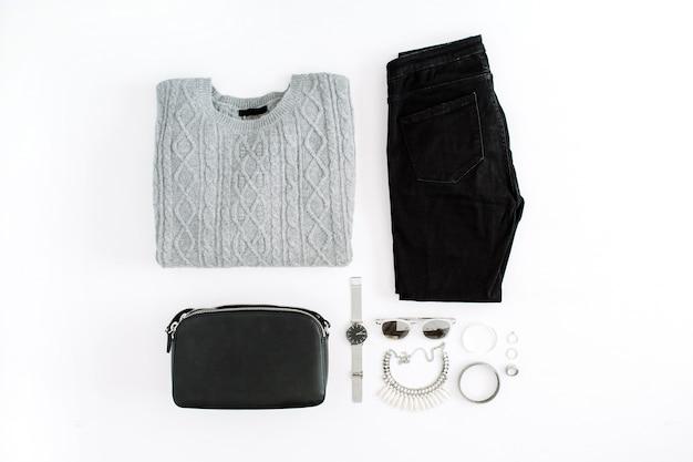 Damenmode kleidung und accessoires auf weiß. flacher weiblicher look