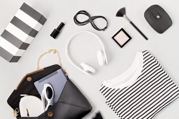 Damenmode-outfit und accessoires. beauty, urban outfit und modetrends konzept