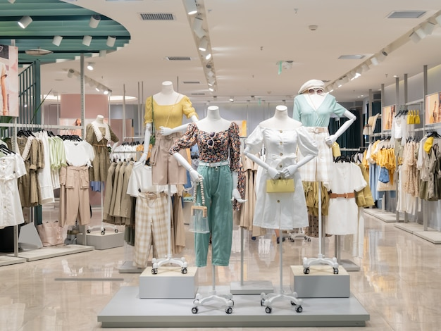 Damenmodegeschäft im einkaufszentrum