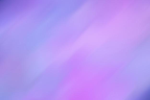 Das abstrakte bild schimmert in verschiedenen farben von blau über rosa bis flieder. muster unscharf hintergrund. ultramarin kombiniert mit neonlicht. retro-stil der 80er jahre