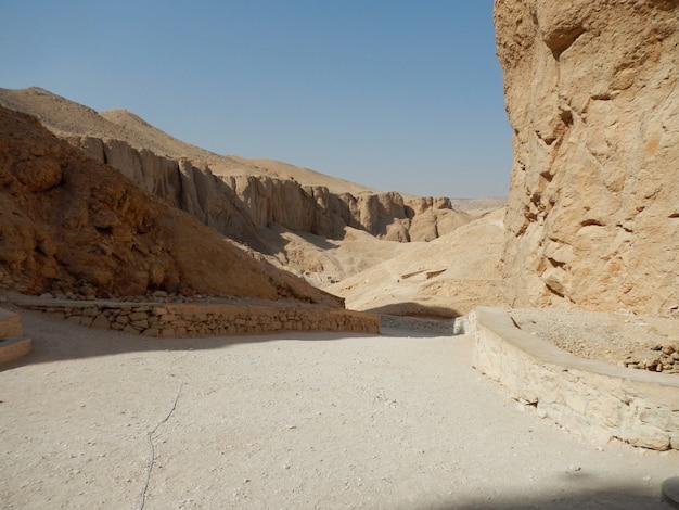 Das alte friedhofstal der könige in luxor, ägypten