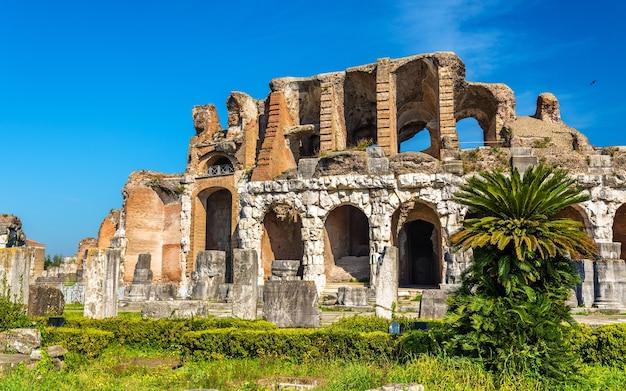 Das amphitheater von capua, das zweitgrößte römische amphitheater - italien
