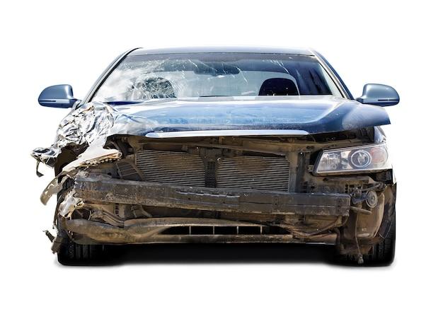 Das auto nach einem ausfall auf weißem hintergrund