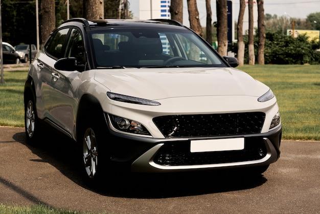 Das auto stammt aus einer neuen modellreihe.