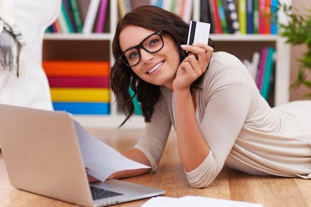 Das bezahlen von rechnungen per internet und kreditkarte ist schneller