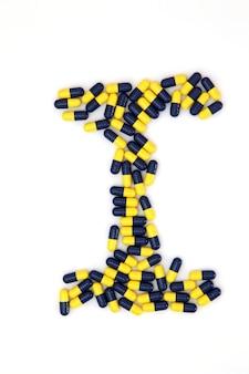 Das buchstaben-i-alphabet aus medizinischen kapseln