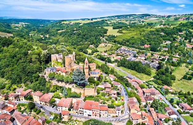 Das chateau de chatillon-d'azergues, eine mittelalterliche burg im département rhone, auvergne-rhône-alpes - frankreich