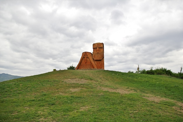 Das denkmal in stepanakert-stadt in nagorno - karabach, kaukasus
