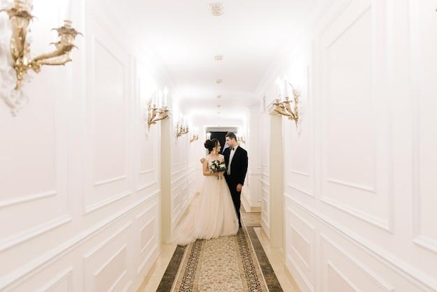 Das erste treffen von braut und bräutigam