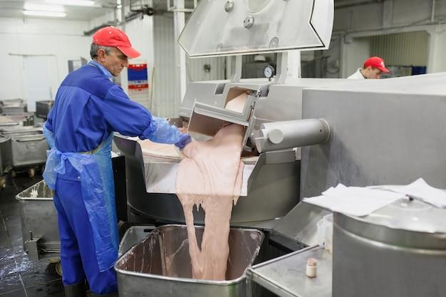 Das fleisch in der mühle, die fleischindustrie.