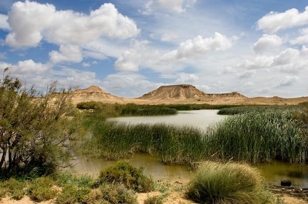 Das foto wurde in der wüste von bardenas reales aufgenommen
