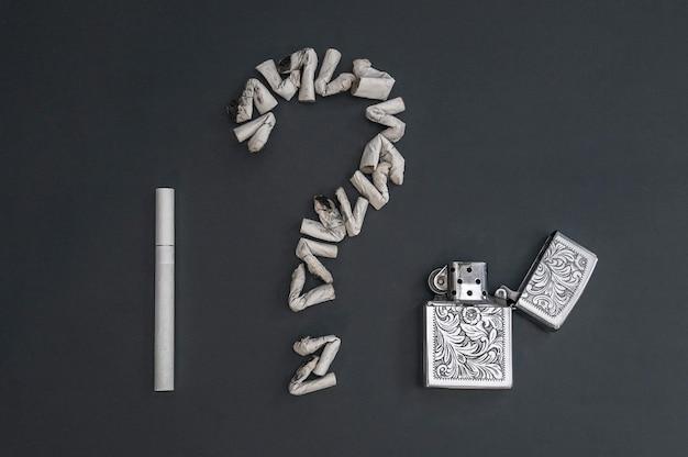 Das fragezeichen zigarette und benzinanzünder wird aus zigarettenstummeln als symbol für die diskrepanz zwischen rauchgenuss und verlorener gesundheit hergestellt. krebs oder gesundheit