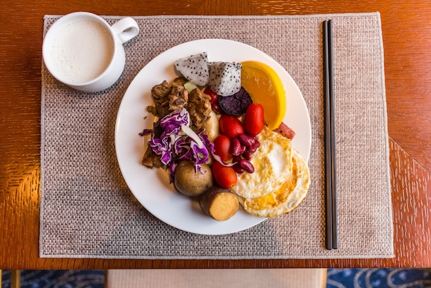 Das frühstück war gut, den tag mit energie zu starten
