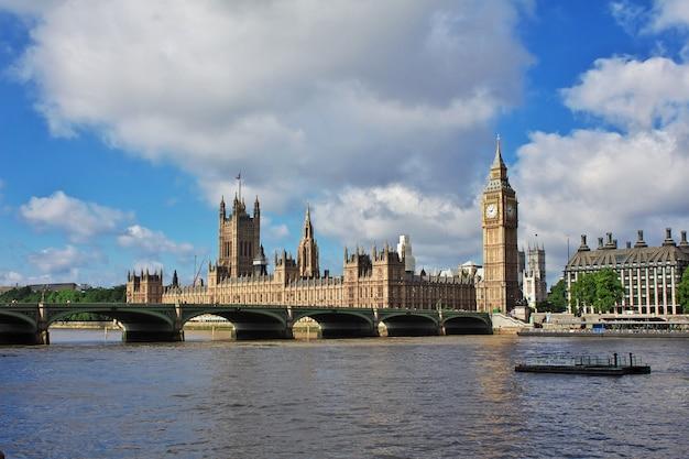 Das gebäude des britischen parlaments in der london-stadt, england, großbritannien