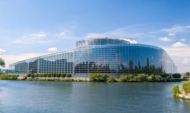 Das gebäude des europäischen parlaments in straßburg