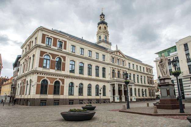 Das gebäude des stadtrats von riga ist die regierung der stadt riga, lettland