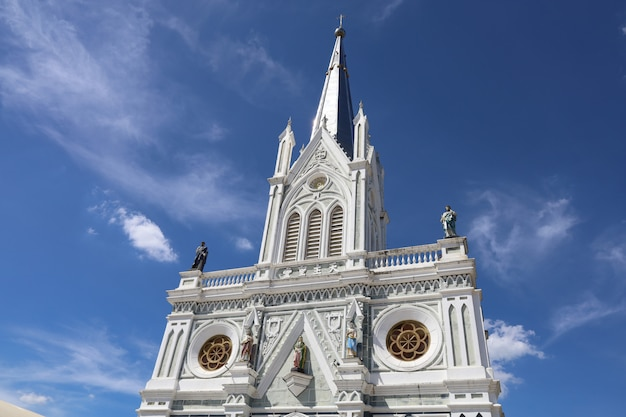 Das geburtshaus der kathedrale unserer lieben frau ist ein wunderschönes wahrzeichen in amphawa Premium Fotos