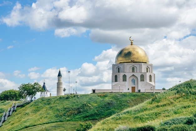 Das gedenkzeichen für die annahme des islam durch bulgaren im jahr 922.