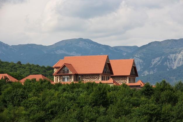 Das haus in den kaukasischen bergen, aserbaidschan