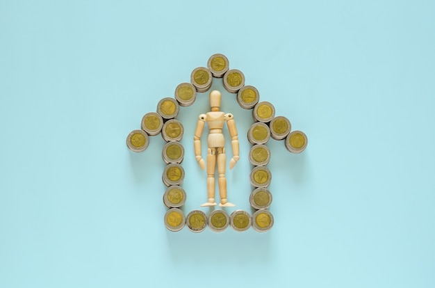Das holzmodell bleibt in der mitte der thailändischen baht-münzen, die als heimsymbol dienen.