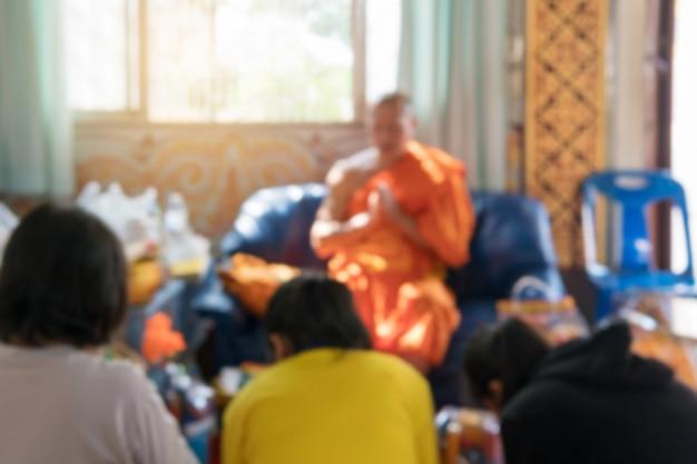 Das image und die unschärfe der menschen reisen zum verdienst der buddhisten.