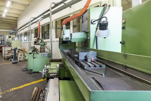 Das innere der metallbearbeitungswerkstatt. modernes industrieunternehmen.