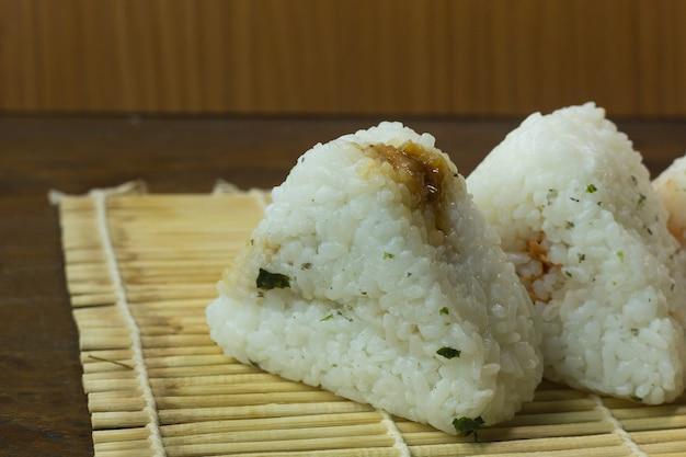 Das japanische essen onigiri